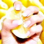 відбілювання нігтів