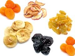 Користь сухофруктів обумовлена, в першу чергу, наявністю в них величезної кількості вітамінів