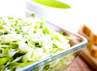 Салат з капусти - і смачно, і корисно!