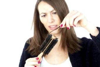 Випадає волосся пучком