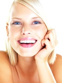 Відбілювання зубів в домашніх умовах