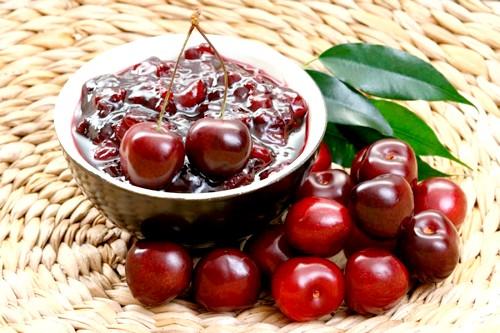 Рецепти варення з кісточками з вишні, абрикосів, сливи і кизил