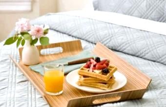 Сервіровка і етикет сніданку в ліжко
