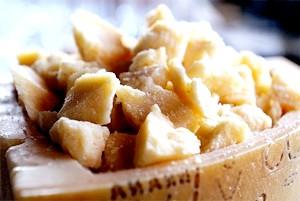 Твердий сир, склад, користь і шкода твердих сирів